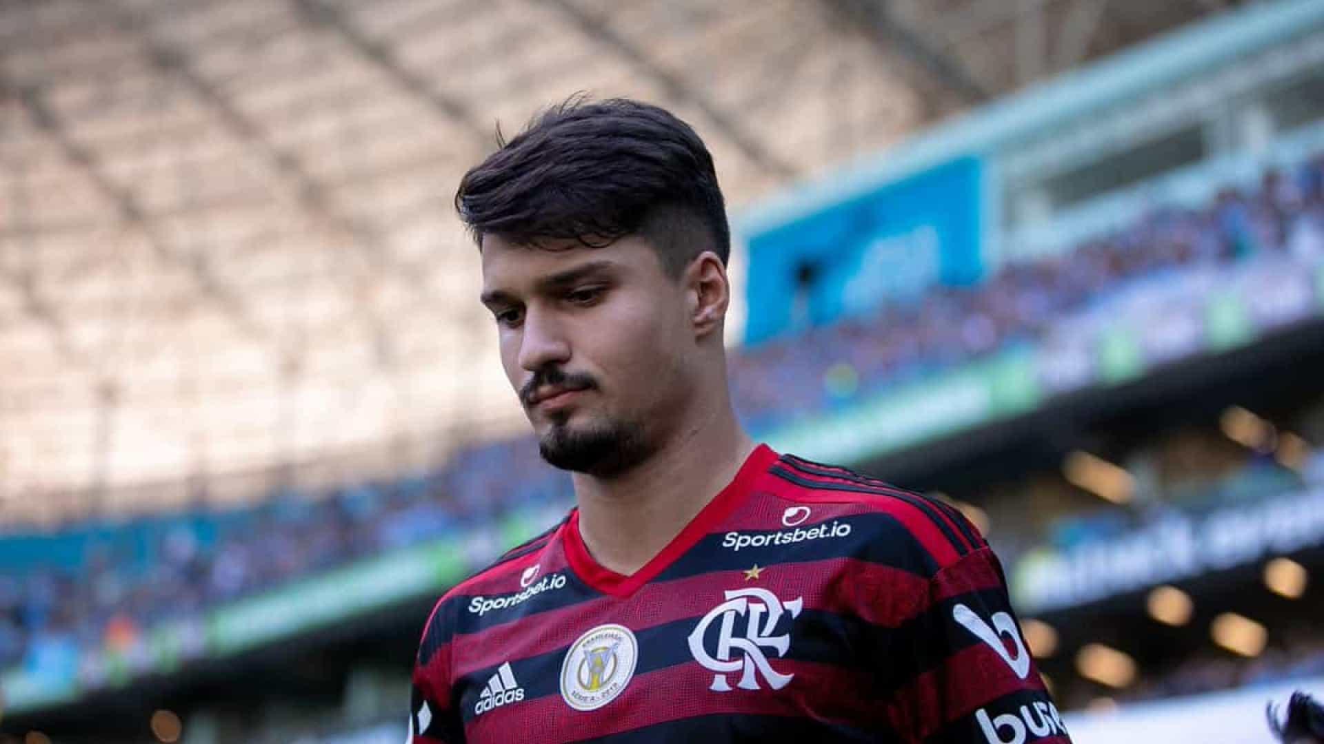 Flamengo encaminha renovação com o zagueiro Thuler